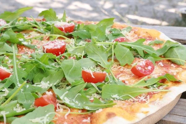 Пицца с рокет-салатом