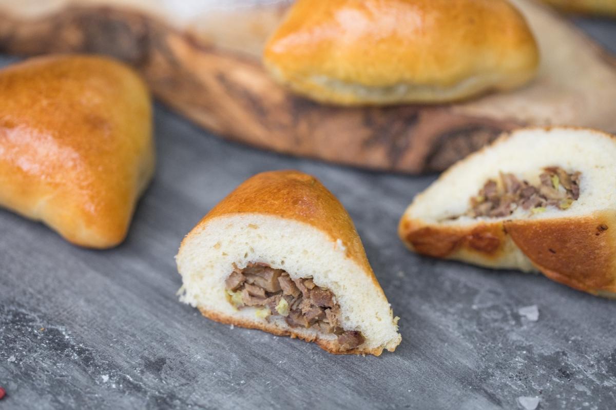 Пирог -говяжий язык , стебель сельдерея