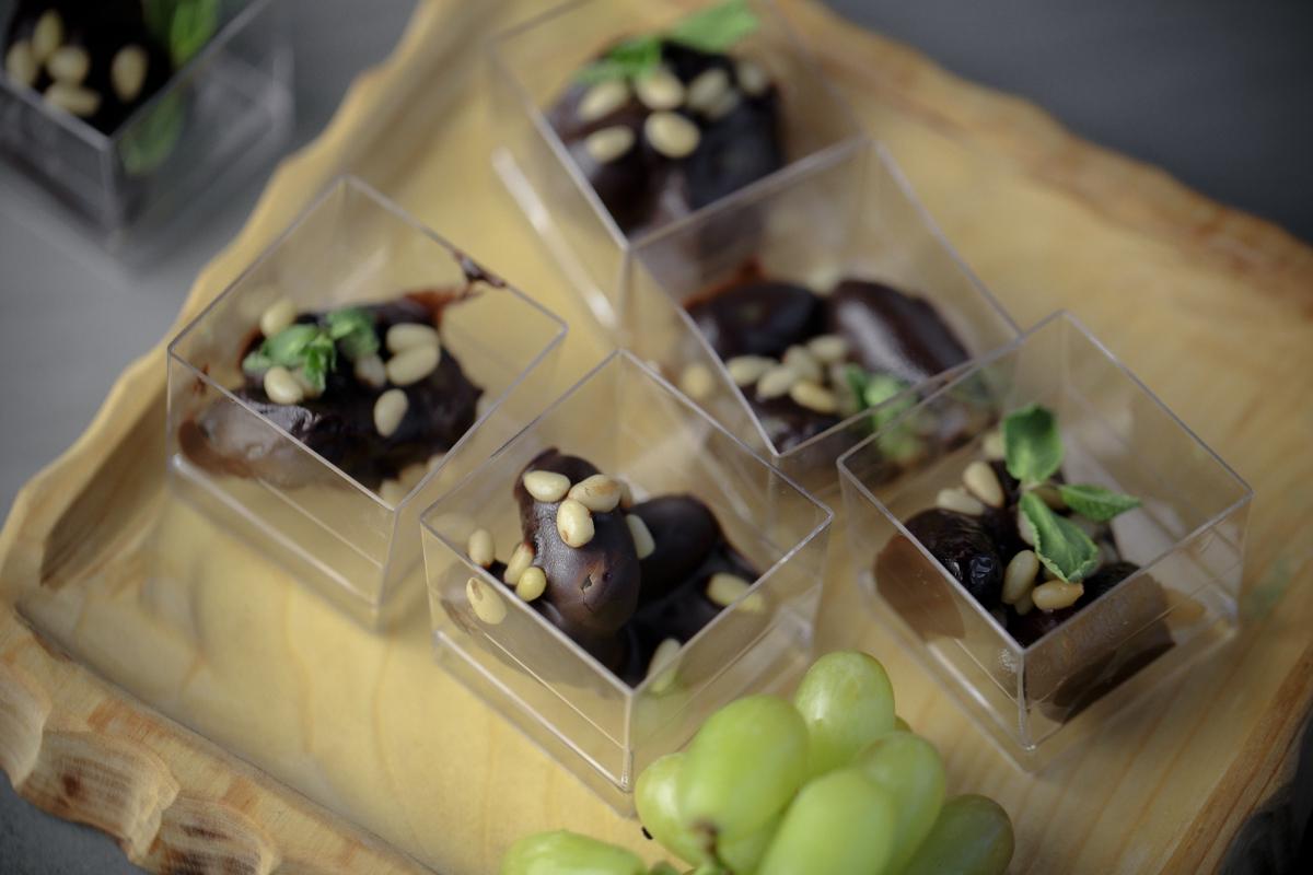Виноград в шоколаде с кедровым орехом