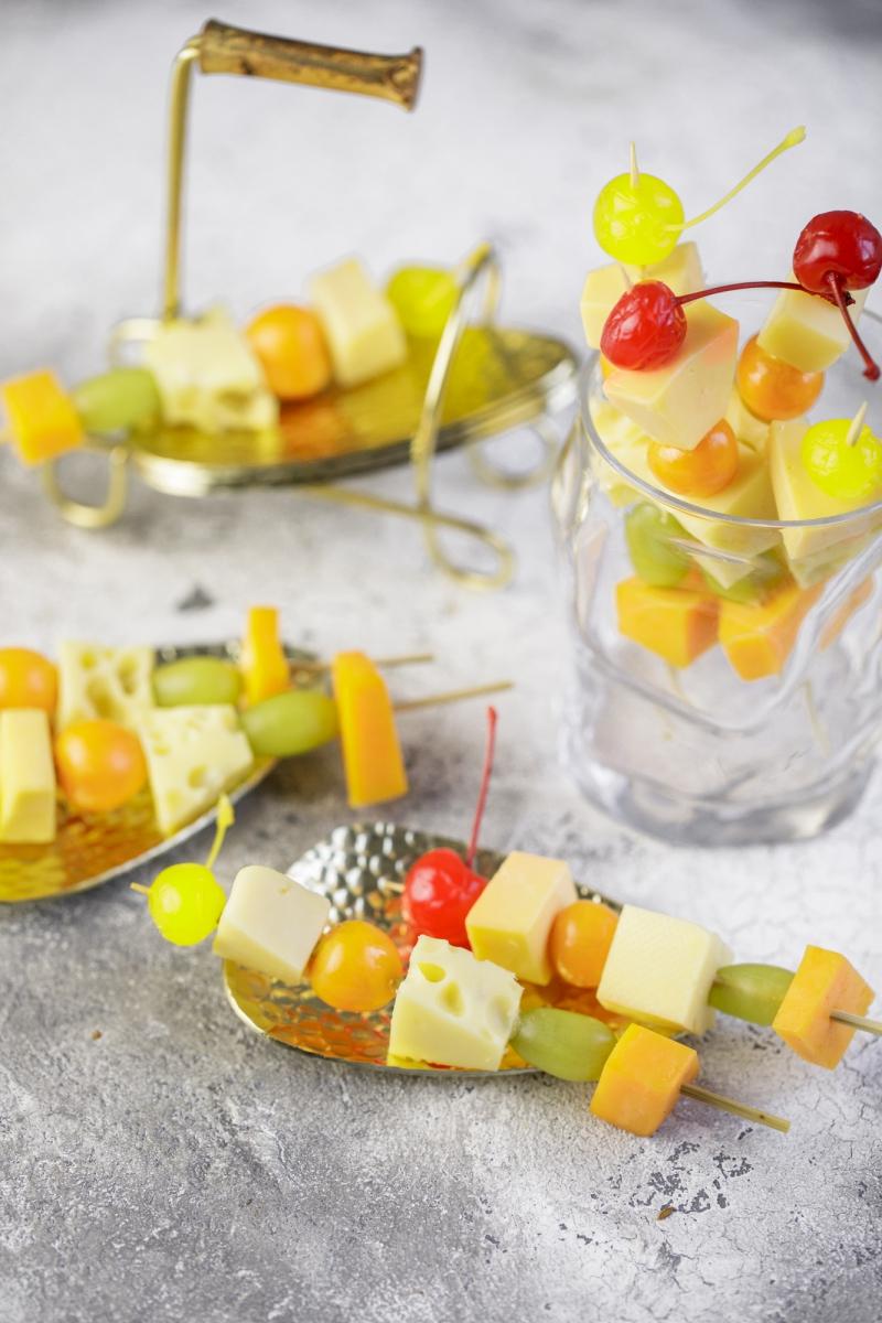 Шашлык - сыр и фрукты