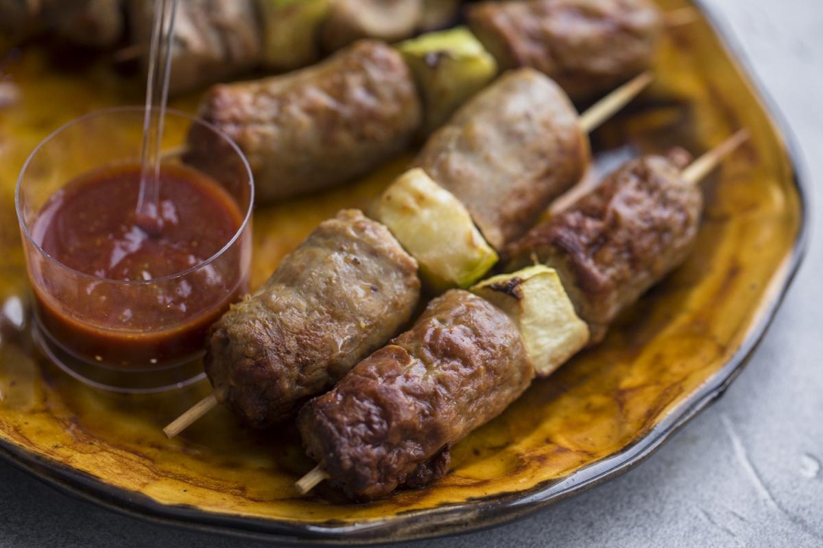 Шашлычок из говяжей колбаски