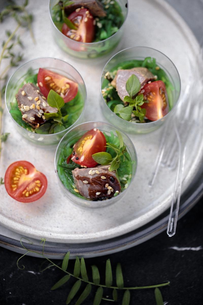 Ростбиф из говяжьей вырезки с салатом чука