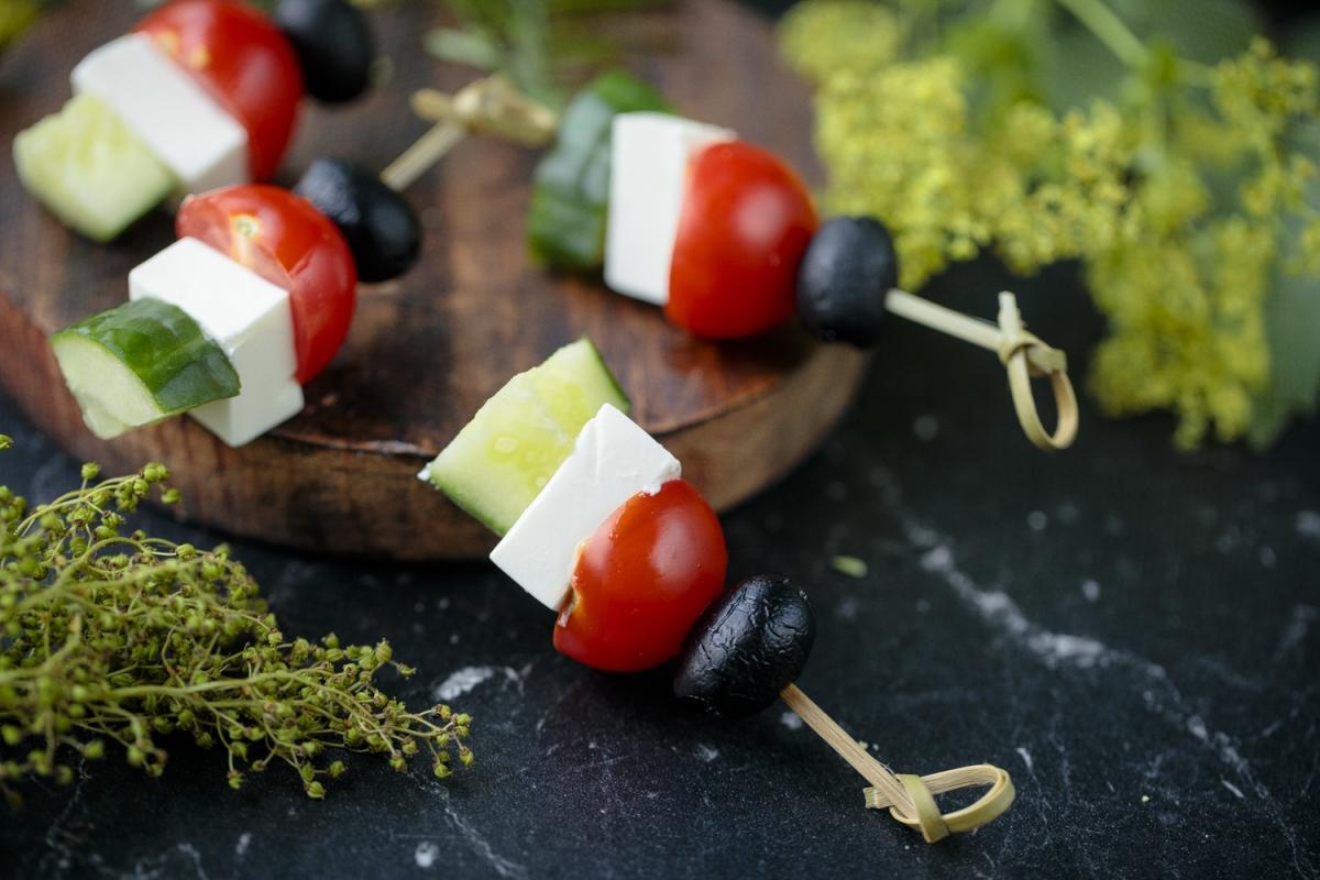 Овощи с греческой брынзой на шпажке