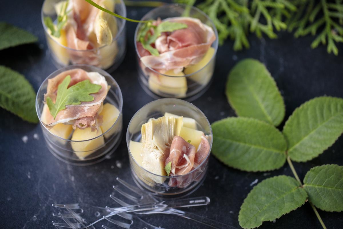 Салат из артишока, хамона и картофеля